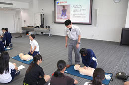 運動部員が救命救急法を学びました。