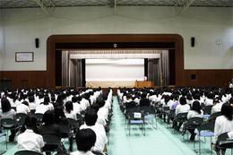 トビタテ!留学JAPANの現地での様子が全校生徒に紹介されました!