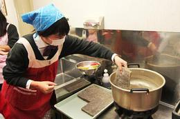 食文化コースで蒟蒻の手作り体験をしました