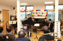 吹奏楽部が高齢者福祉施設で慰問演奏会をしました
