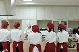 食文化コースで奈良佐保短期大学の先生に製菓実習授業をして頂きました