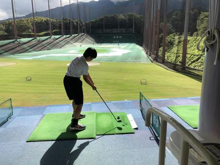 スポーツ特進コース2年生がゴルフに挑戦しました!