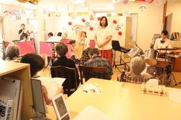 吹奏楽部が老人施設の敬老会で演奏を披露させていただきました