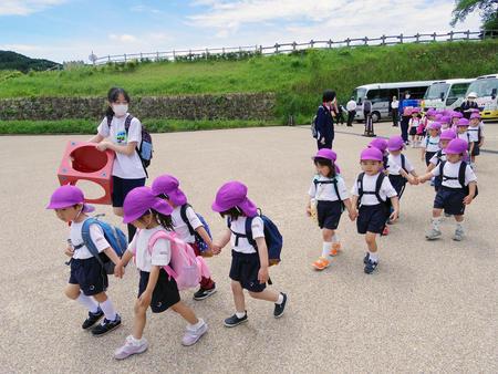 幼稚園と一緒に春の遠足へ出かけました