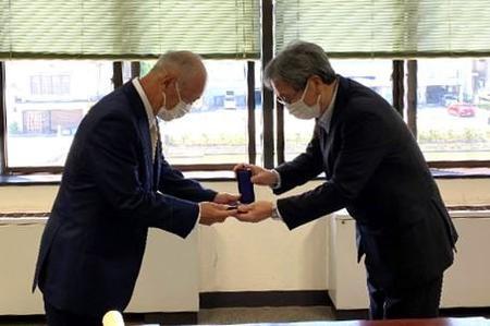 山田先生が受勲されました!
